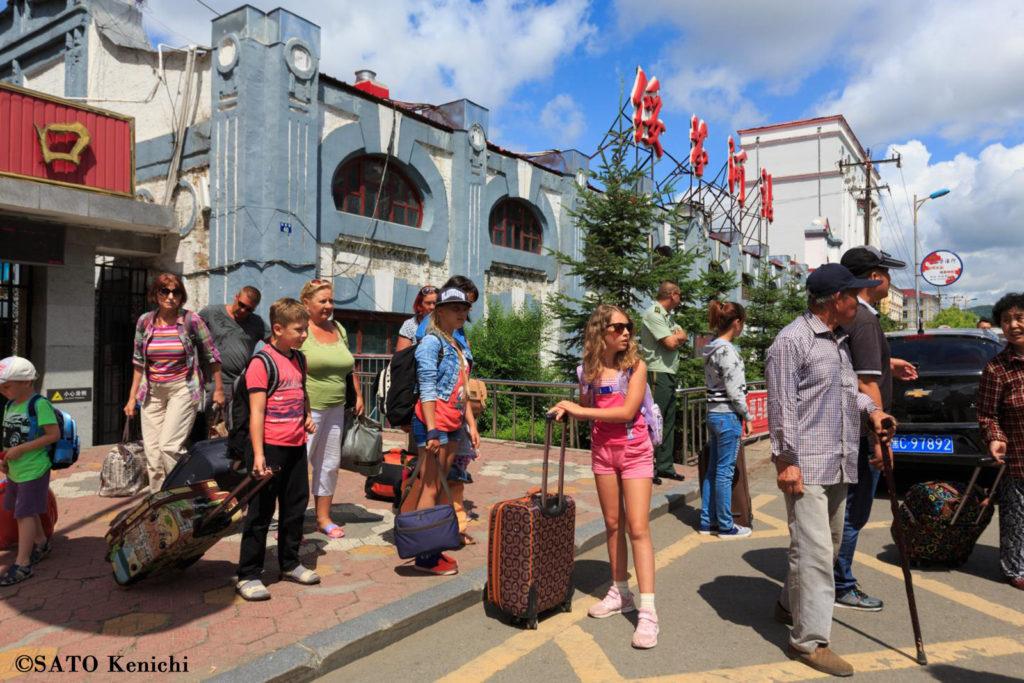 042  綏芬河駅に多くのロシア人が降り立った頃