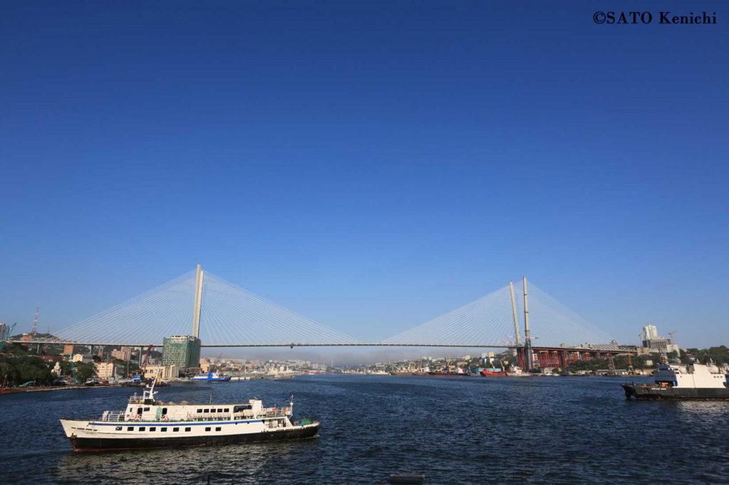 020 金角橋とウラジオストク港の眺め