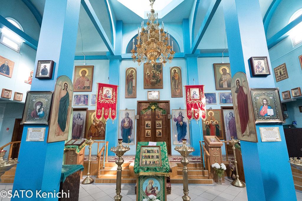 247 ロシア正教会の礼拝スペースはにぎやか(ノグリキ)