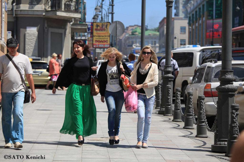 016 ウラジオストクの目抜き通りを闊歩するロシアンガールズ