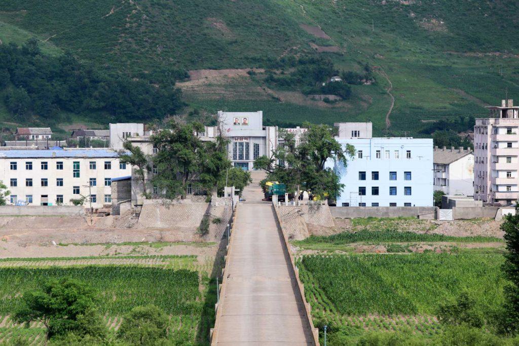 005 中朝国境(中国吉林省・北朝鮮)-豆満江をはさんで朝鮮の人々が往来